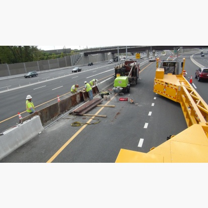 Median Concrete Barrier Pouring